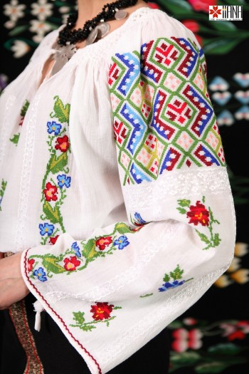 Ie Traditionala Romaneasca Maneca Lunga Motivul Geometric Floral
