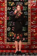 Fusta Dreapta Midi Folcloric Brodata cu Trandafiri Neagra